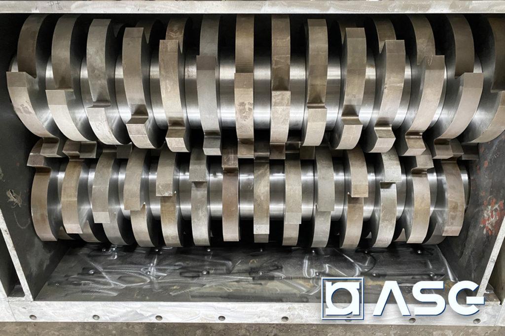 double-shaft plastic shredder - cutting chamber