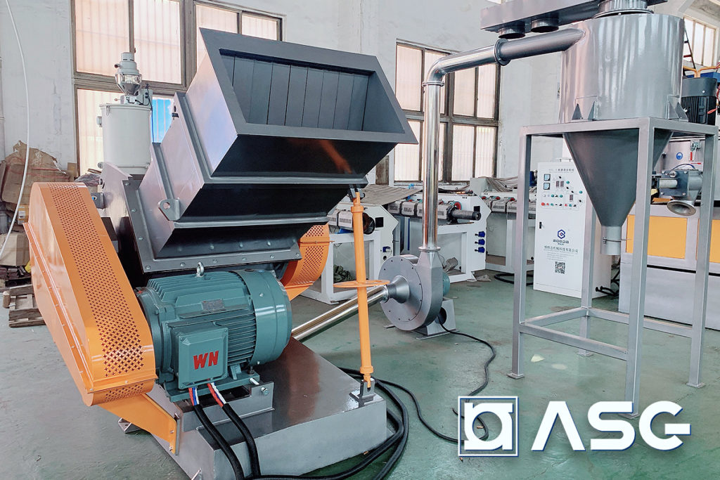 extruded plastic granulator machine for granulating pipes, boards, and extruded profiles.