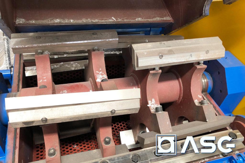 plastic granulator blades inside cutting chamber