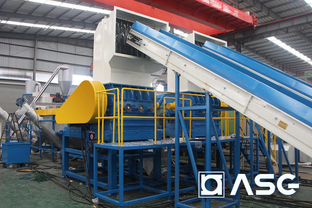 wet plastic granulator machines front view with conveyors