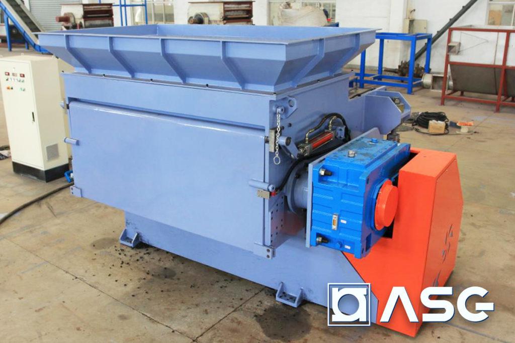 Plastic shredder for elastic plastics and rubbers - front side