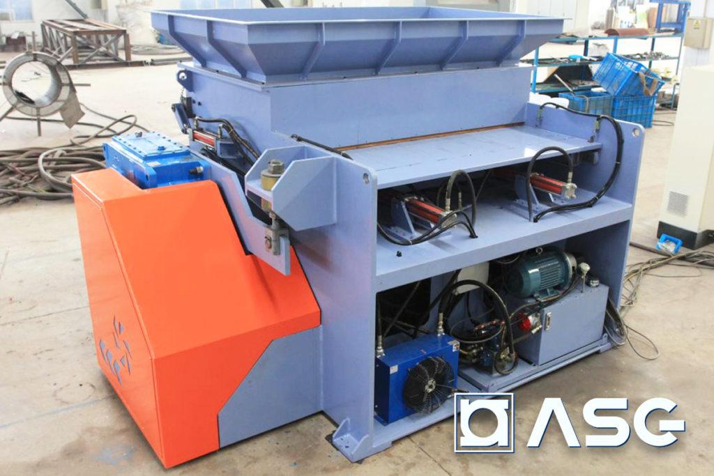 Plastic shredder for elastic plastics and rubbers - back side
