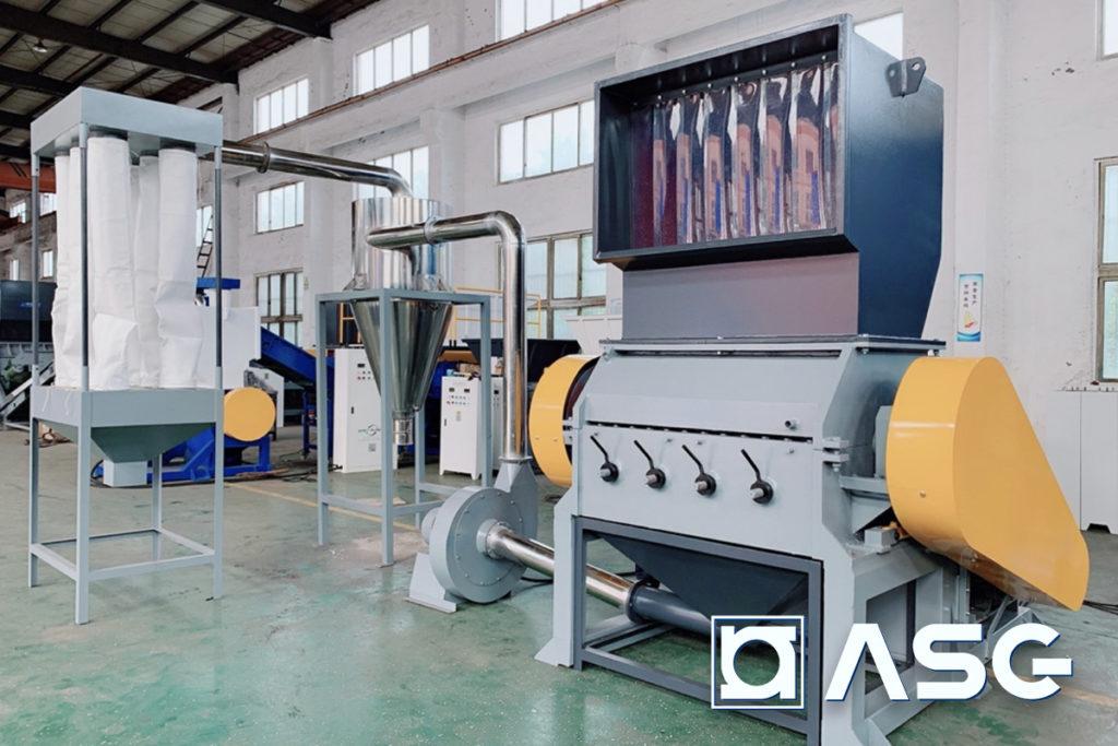 rigid plastic granulator machine with air blower conveyor