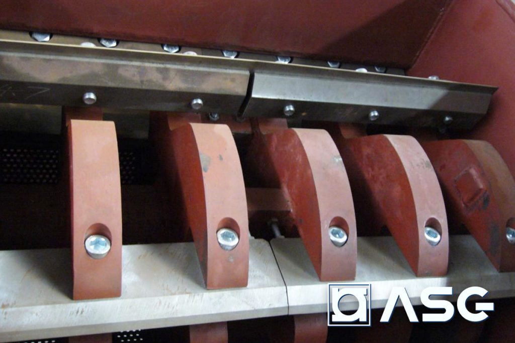 rigid plastic granulator machine blades - interior view